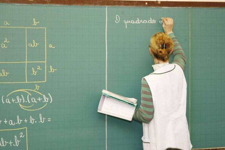Vacina da COVID-19: Veja como preencher cadastro obrigatório para  professores