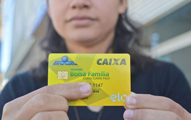Golpe Bolsa Família: mensagem solicita cadastro para receber 13° salário