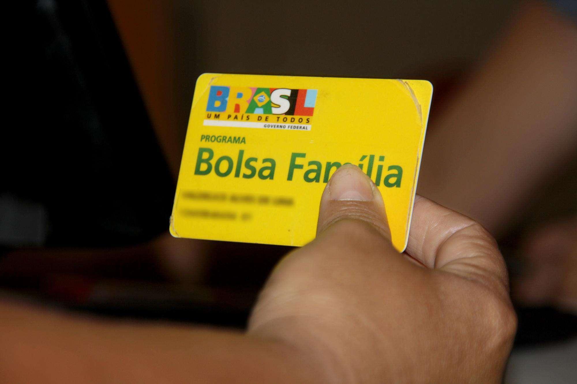 Bolsa Família: cartões com final 9 e 0 recebem benefício entre hoje e amanhã