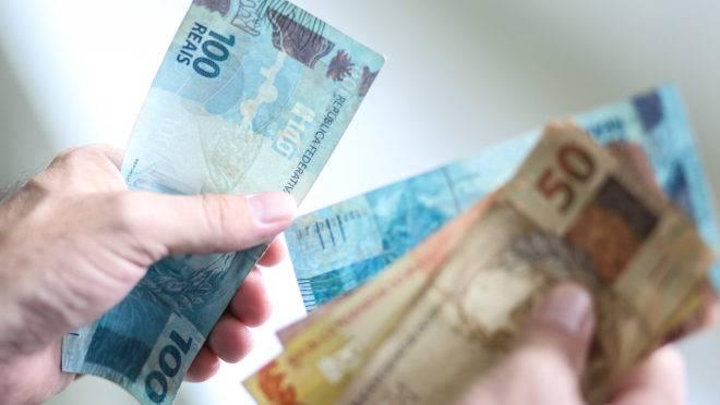 FGTS e 13° salário: dinheiro extra entra na conta sexta-feira (29)