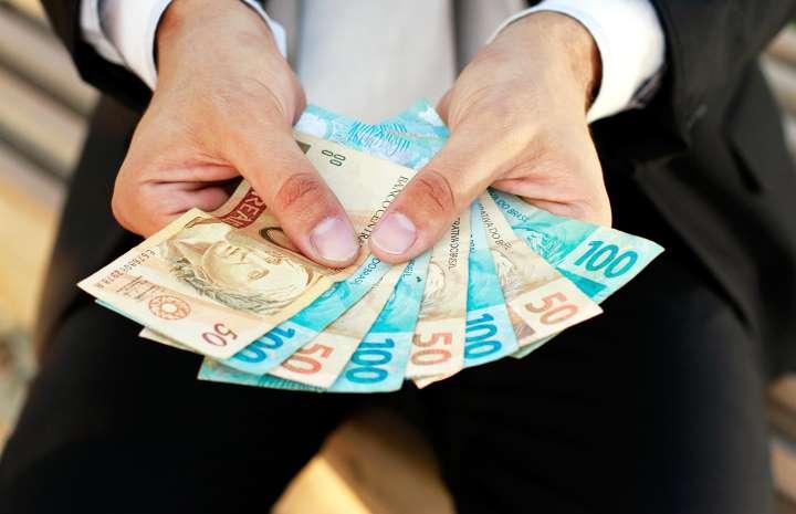 Governo descongela $14 bi no orçamento e deve retomar programas sociais