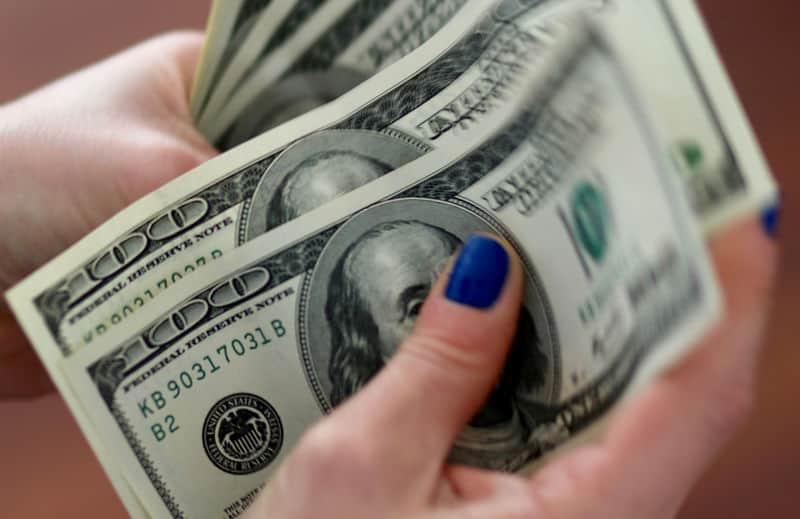 Dólar chega a R$4,24, mas Guedes diz que não há com o que se preocupar