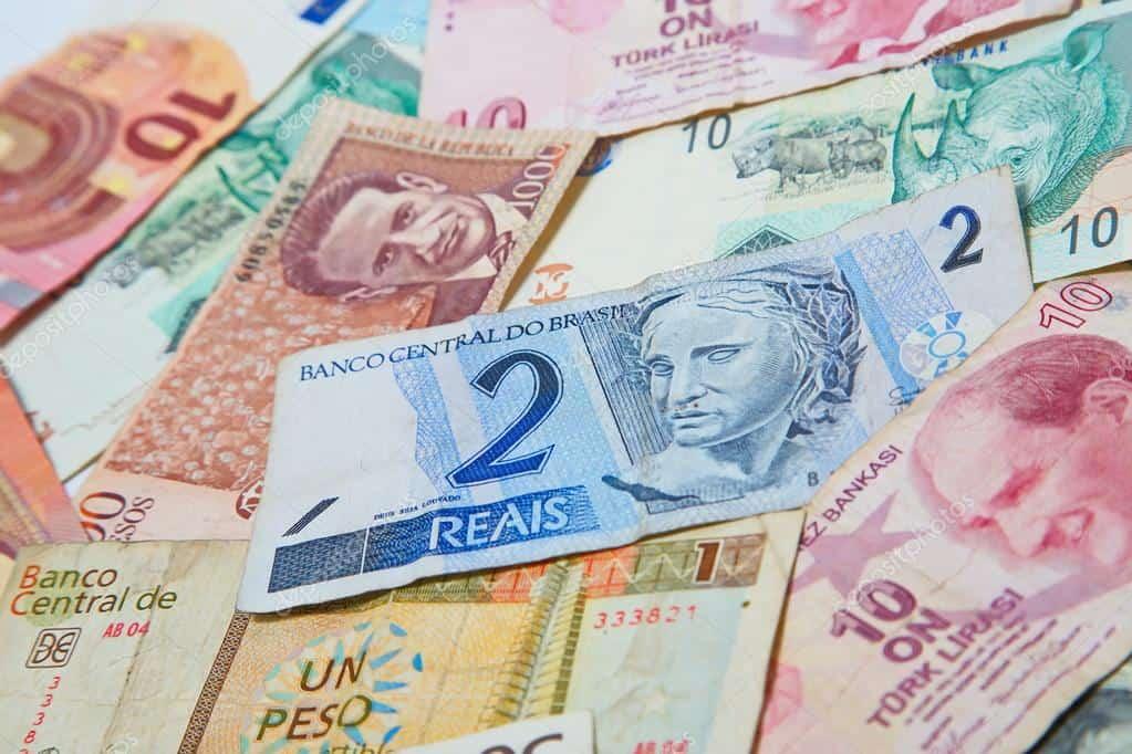 Alta do dólar torna real 4° moeda mais desvalorizada de novembro