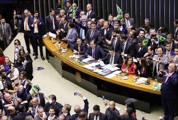 Deputados articulam votação da reforma da Previdência dos militares na Câmara