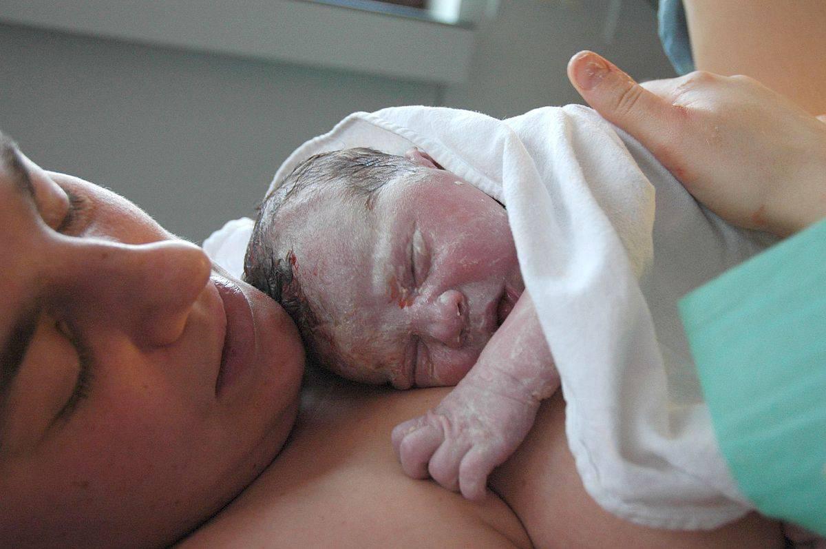 Governo do DF cria programa Bolsa Maternidade para mães de recém nascidos