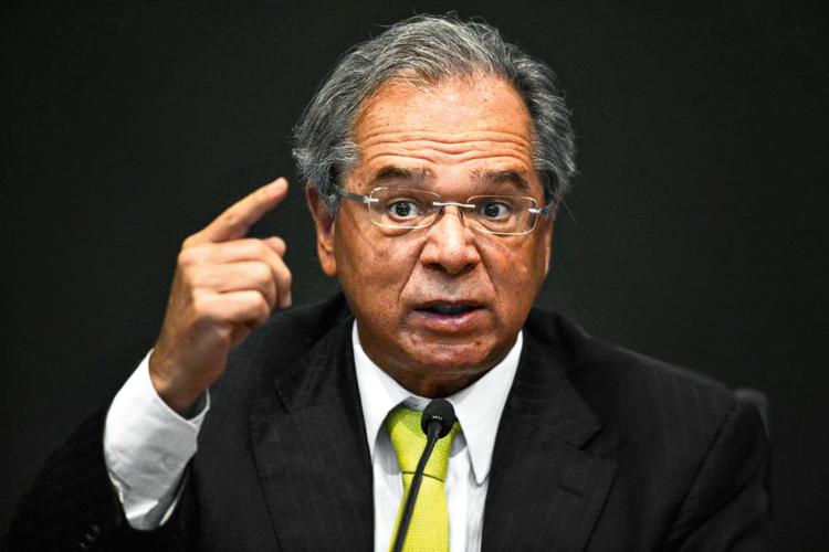 Fim do FIES? Paulo Guedes defende 'voucher' no lugar do financiamento