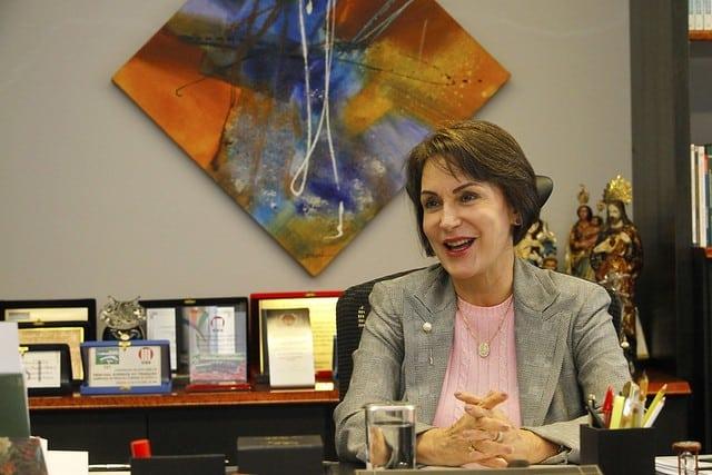 Ministra defende novo programa de emprego do governo