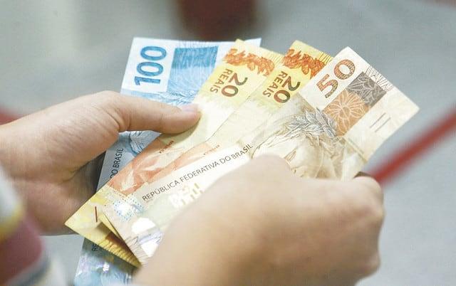 Benefícios salariais sofrem reajuste com novo salário mínimo