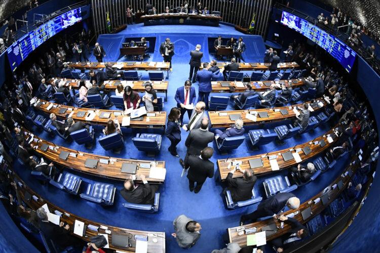 Renda Cidadã: Legalização dos jogos de azar para bancar programa volta a ser discutida no governo
