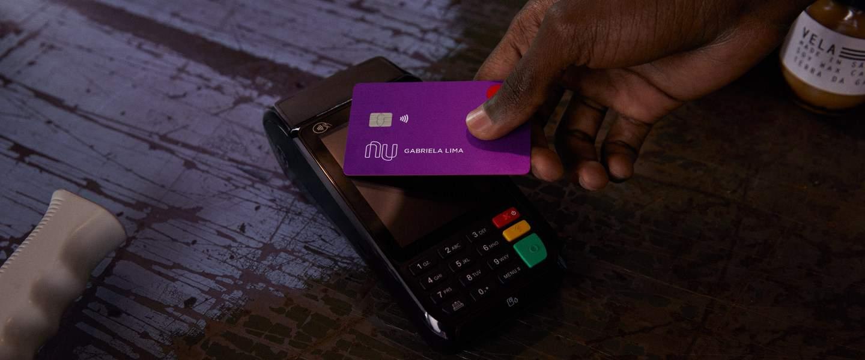 SEM SENHA: Função do Nubank que permite pagamento por aproximação estoura em uso