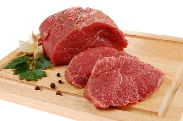 Boicotar compra de carne não diminuiria valor do produto, dizem especialistas