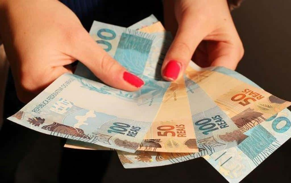 13° salário de Minas Gerais vive crise; entenda