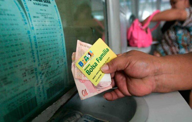 Caixa faz ÚLTIMO pagamento do Bolsa Família com valor de R$300 nesta quarta (23)
