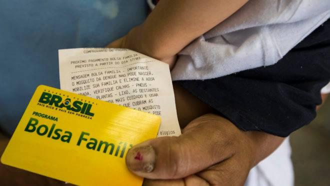 Verba do 13° do Bolsa Família vira polêmica sobre uso do dinheiro público
