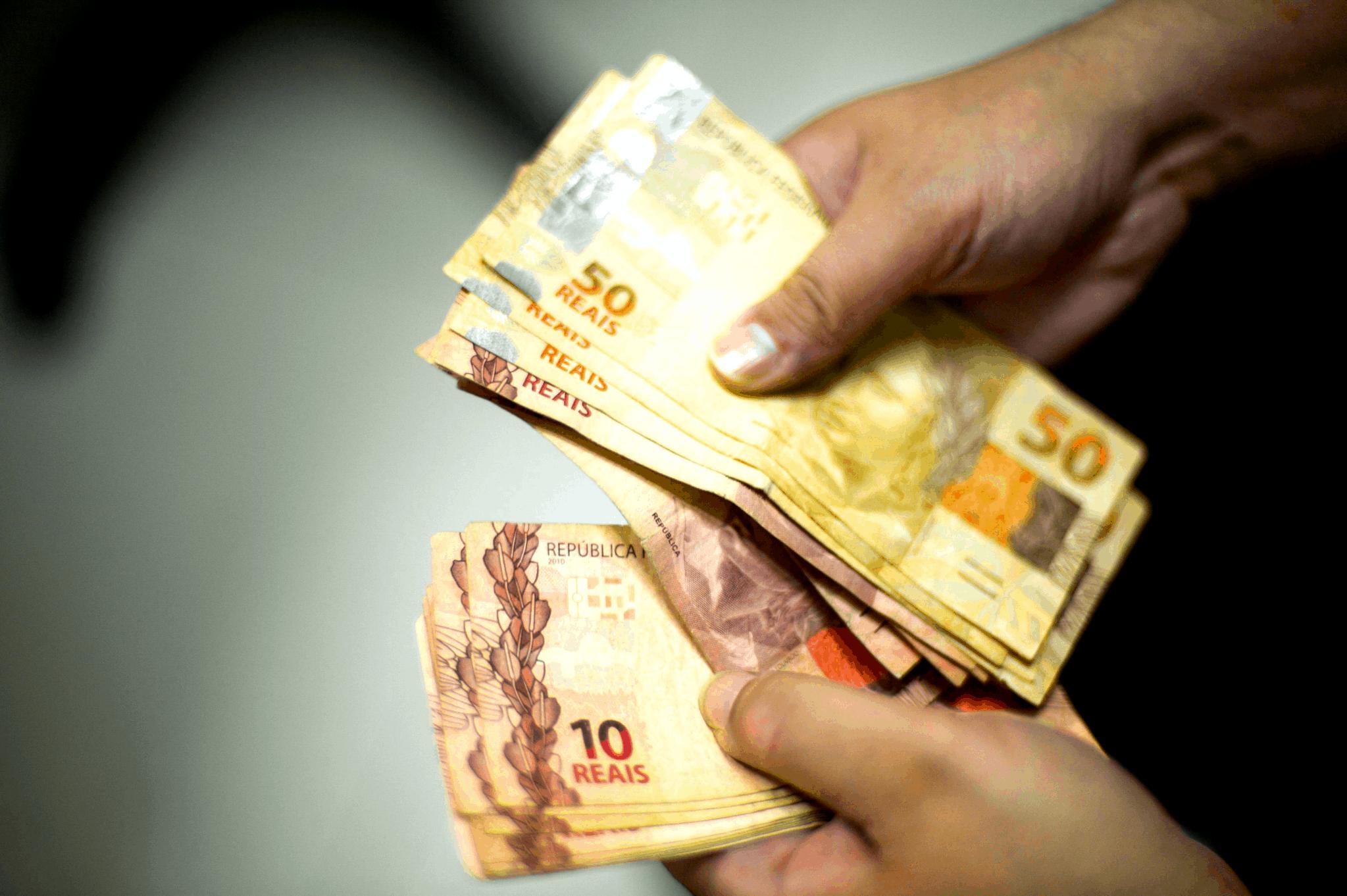 Governo do MT se posiciona sobre 13° salário dos servidores