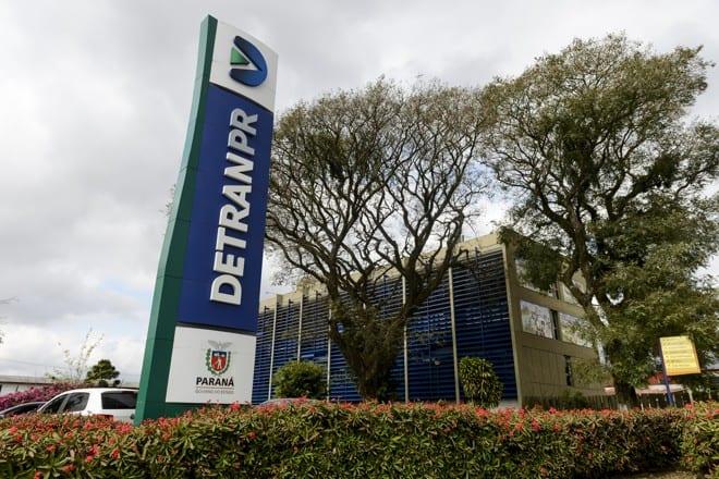 DETRAN do Paraná atrasa entrega de documentos e irrita população