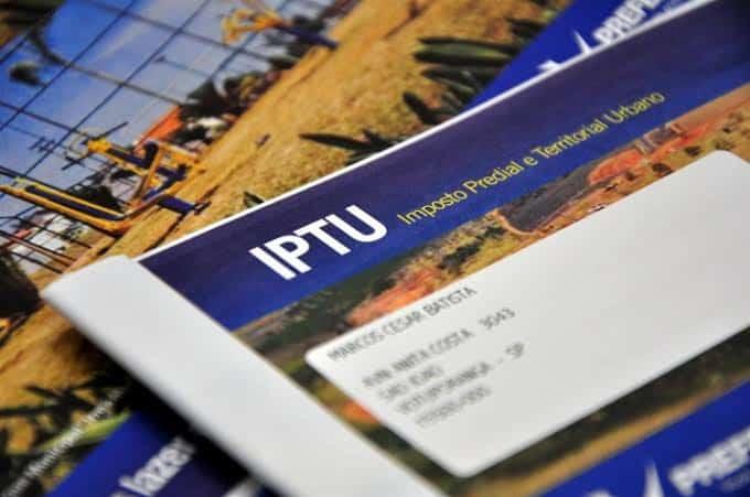 IPTU de Florianópolis começa a ser entregue aos contribuintes
