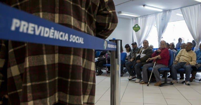 Atrasos no INSS acumulam 900 mil pedidos parados