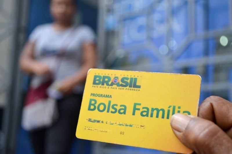 Calendário do Bolsa Família libera pagamentos na semana que vem em MG (Reprodução/Google Imagens)