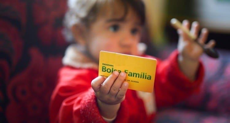 Bolsa Família retorna pagamentos depois de paralisação