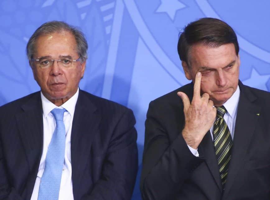 Bolsonaro ameaça congelar salários dos servidores até 2021