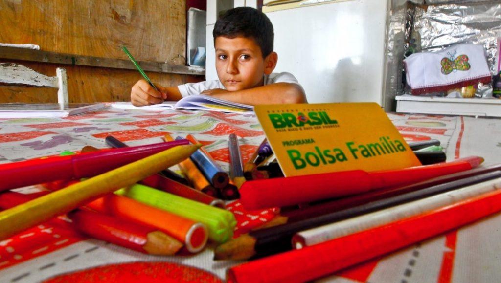Bolsa Família traz estímulo para educação das crianças e adolescentes (Reprodução/Internet)