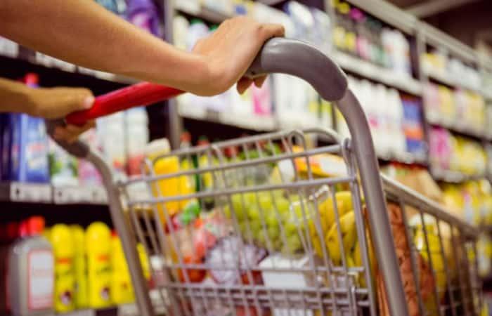 Alimentos da cesta básica sobem e custam quase 1 salário mínimo em SP