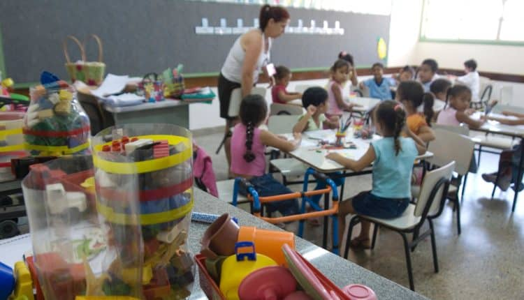 Auxílio creche de R$52 NÃO supre necessidade das famílias, diz pesquisa; veja valor ideal