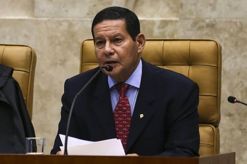 INSS liberado! Mourão assina decreto com regras sobre contratação de reforços