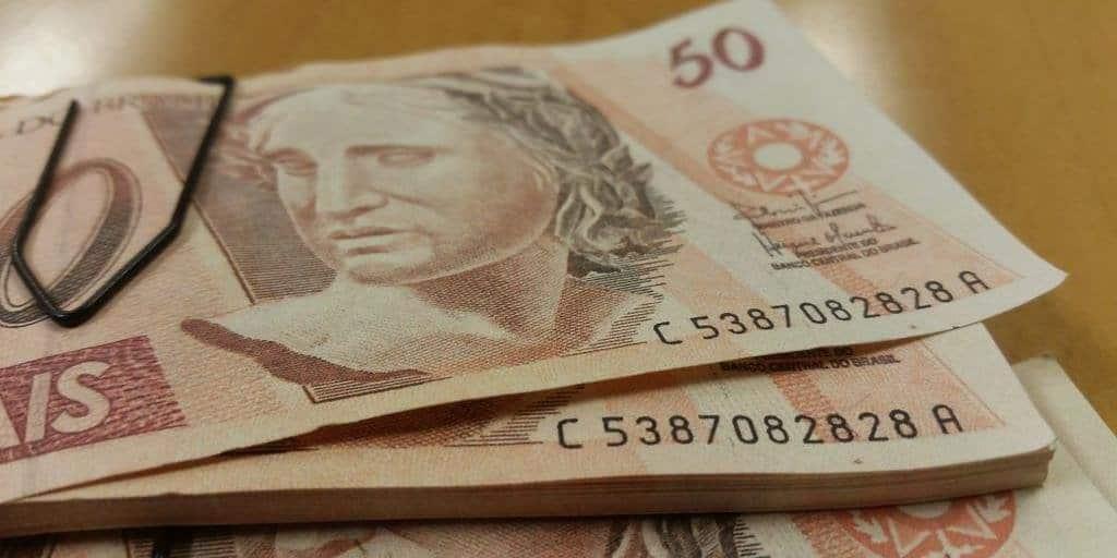 Aumento no PIS: novo valor é depositado na conta dos brasileiros