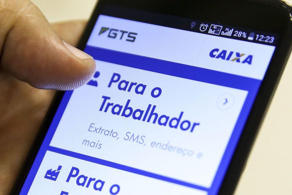 FGTS: transferência por aplicativo pode aumentar número de adeptos