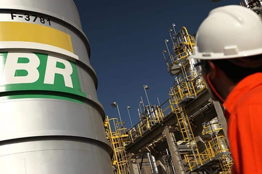 Gasolina caí 15% nas refinarias a partir de hoje (25)