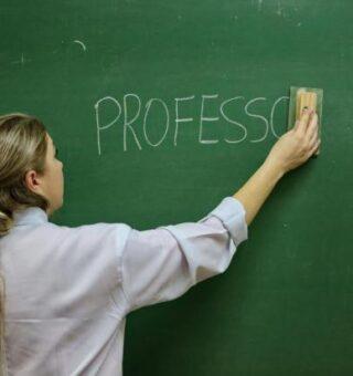 Piso salarial dos professores vai subir em 2020, anuncia o presidente
