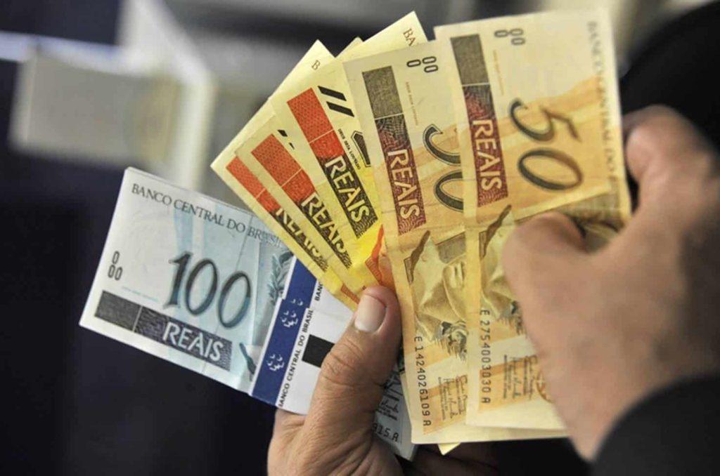 Salário mínimo 2021 ganha NOVA projeção com valor superior a R$1.067