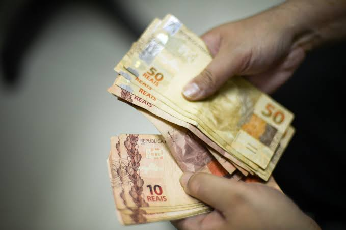 Nova previsão de valor para o salário mínimo a partir de janeiro; confira aqui! (Foto: Google)