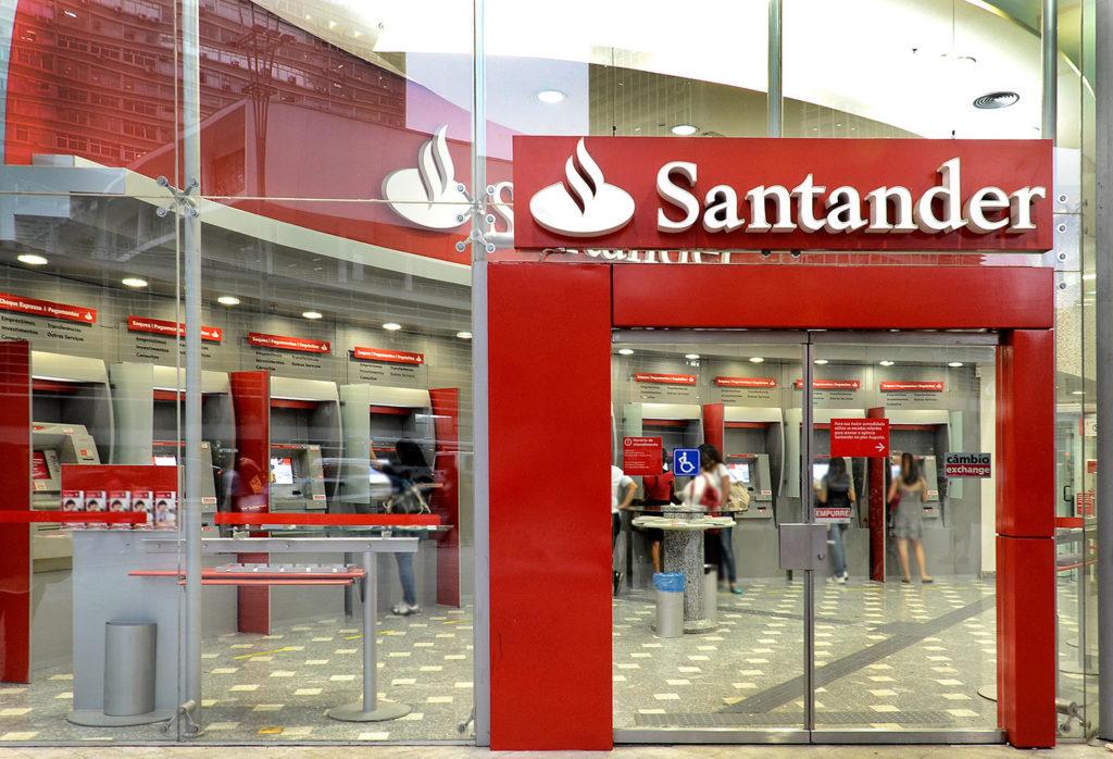 Vagas de estágio Santander 2020: chances para estudantes de direito, RH, marketing e mais (Reprodução/Google Imagens)
