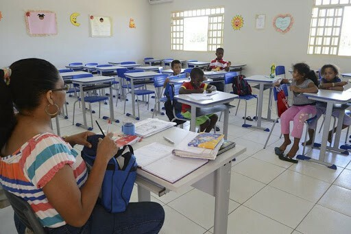Reajuste no salário dos professores passará por pacto federativo; entenda o que isso significa (Reprodução/Agência Brasil)