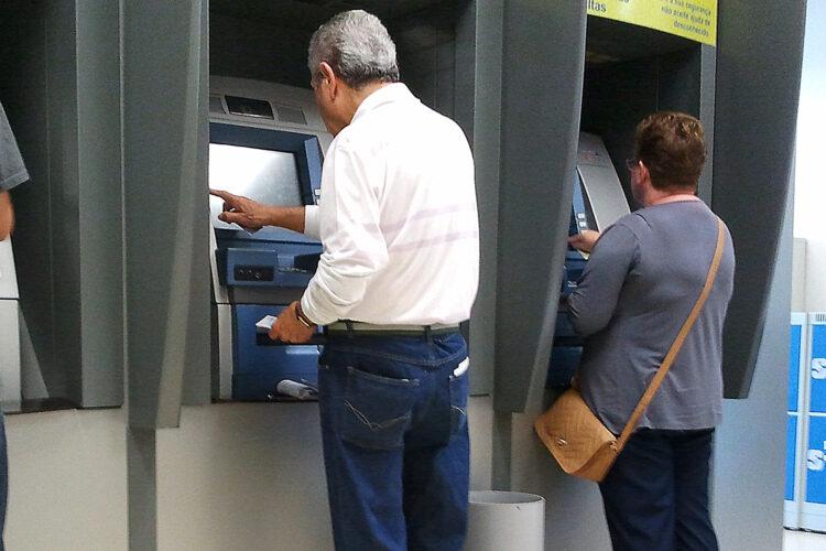 Aposentados e pensionistas do INSS passarão fim de ano sem pagamento do 13º salário
