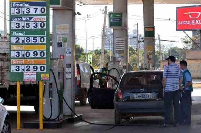 Valor da gasolina e do diesel caí mais uma vez e consumidores se animam