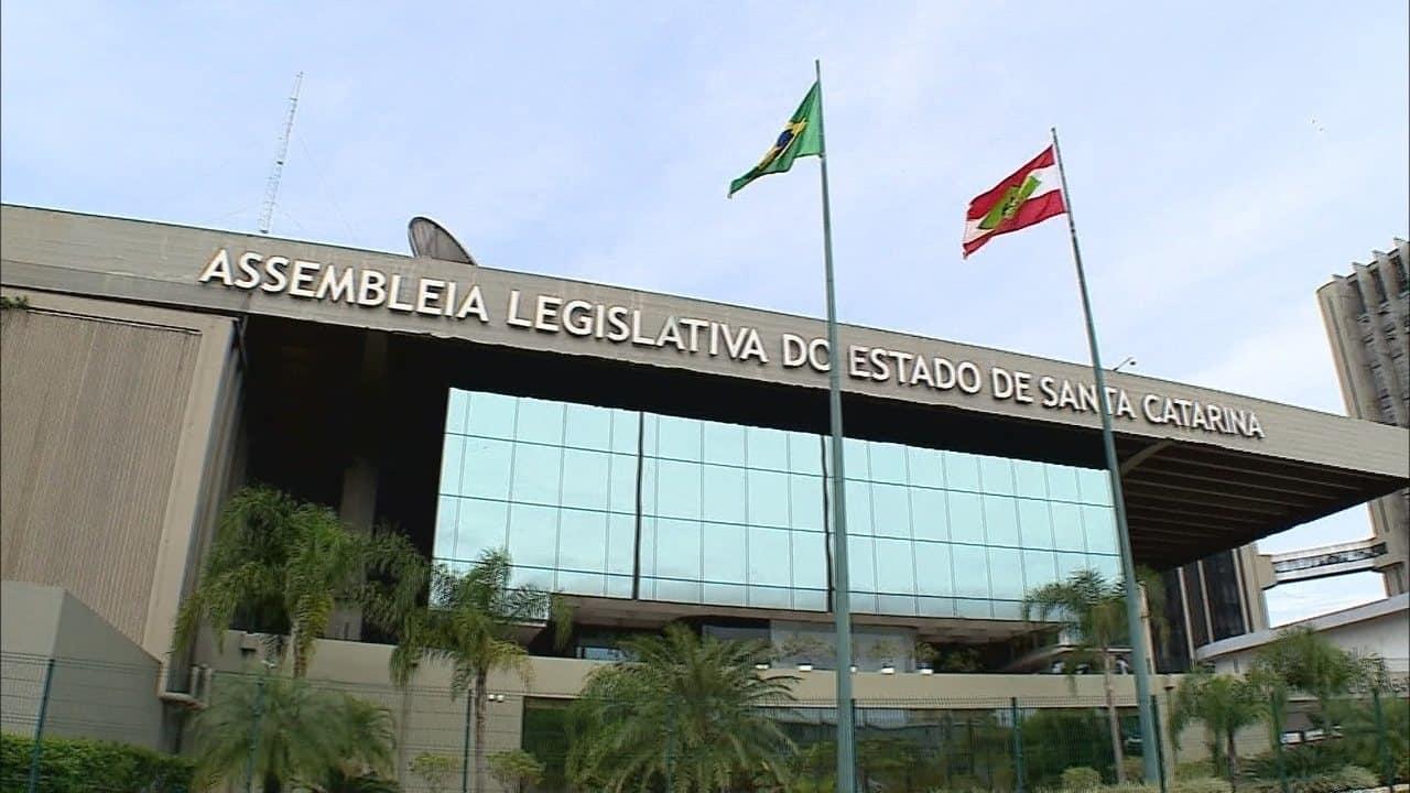 Salário mínimo de Santa Catarina ganha reajuste de 4,96% para 2020 (Imagem: Reprodução - Google)