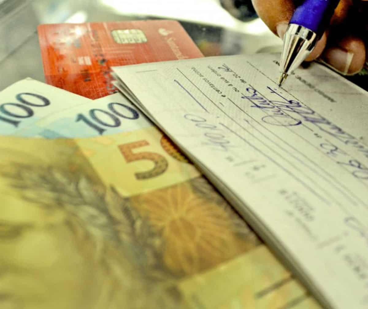 Cheque especial muda regras a partir de 1° junho afetando diretamente seu bolso (Imagem: Reprodução - Google)
