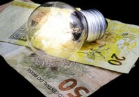 Governo vai gastar R$900 mi para pagar conta de luz de quem é baixa renda