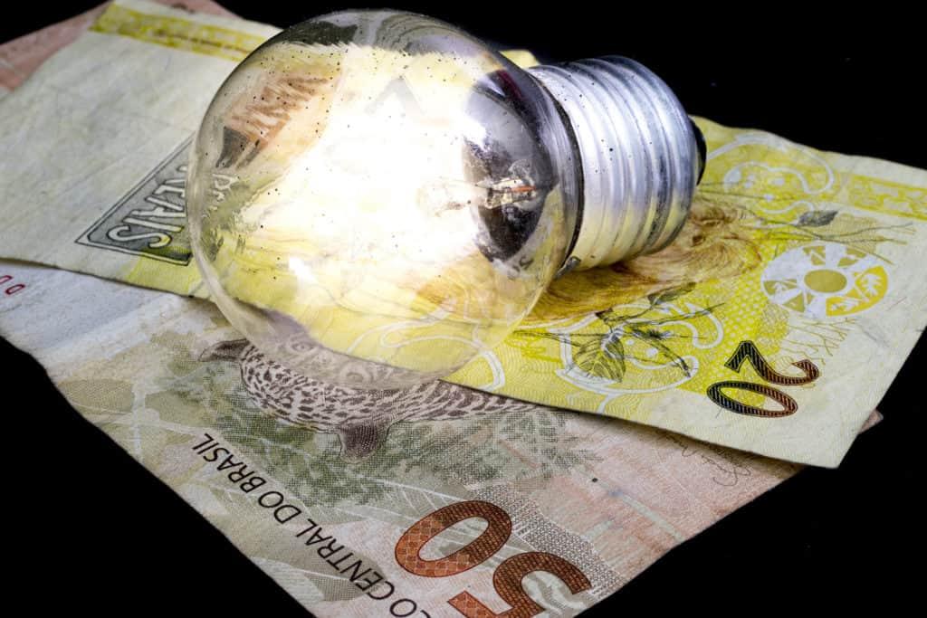 Entenda como AUMENTO na conta de luz vai influenciar na inflação deste ano