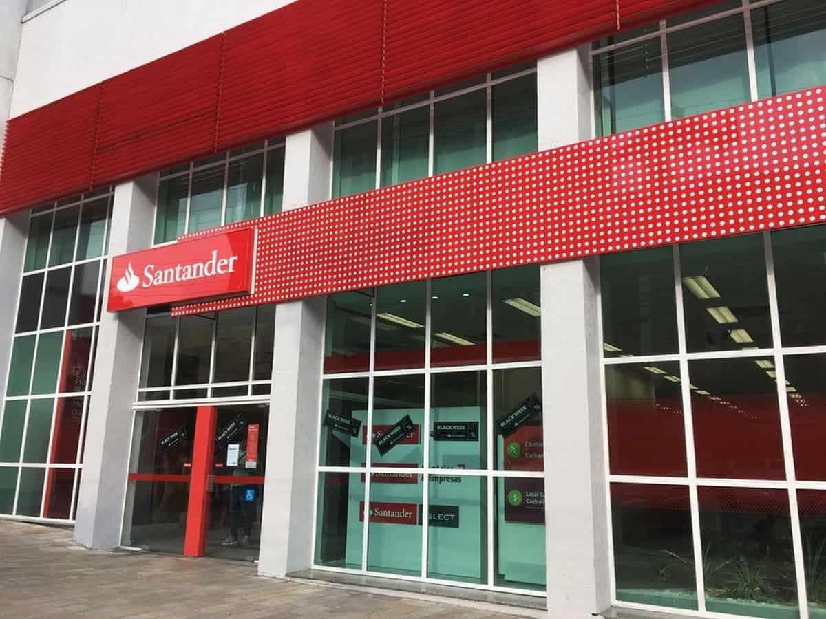 Santander: Demissões atingiram cerca de 1.000 funcionários desde o início da pandemia