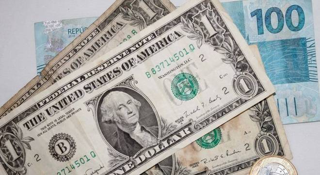 Dólar chega a novo recorde de fechamento em R$4,51 (Reprodução/Internet)