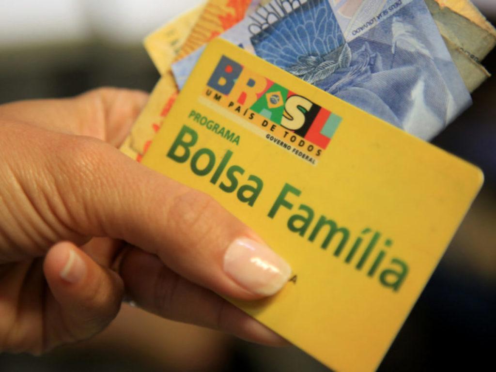 Bolsa Família pode receber auxílio emergencial de R$450 em sugestão do Ipea (Reprodução/Internet)