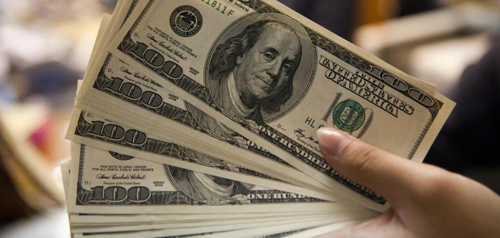 Dólar abre em queda de 0,47% influenciado pelo cenário político nacional e internacional