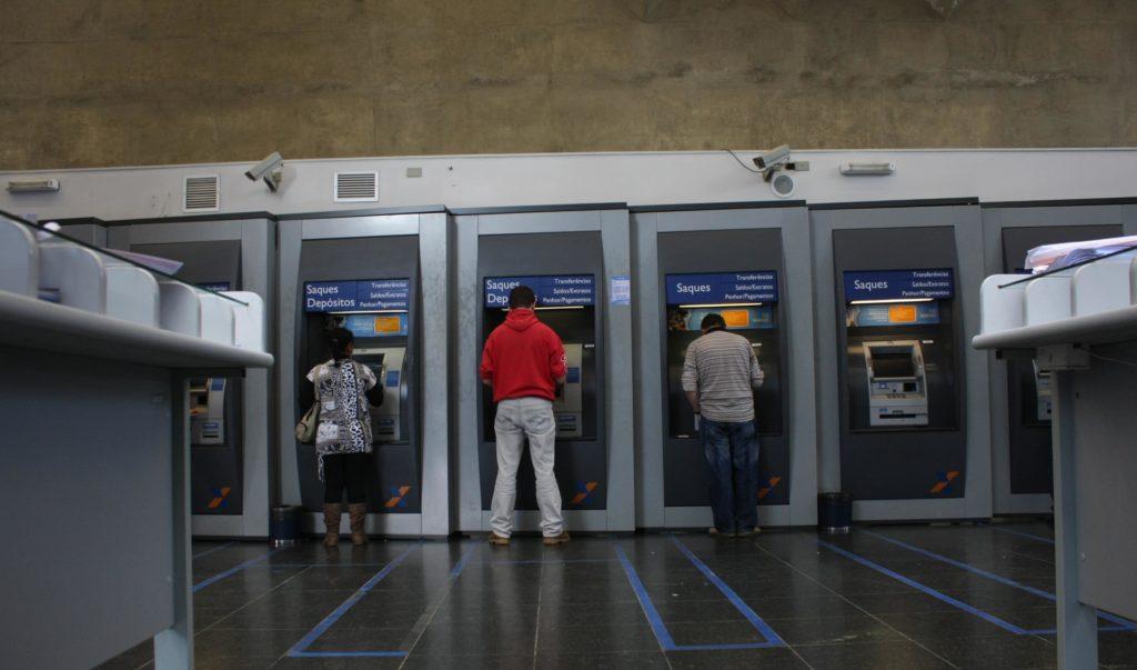 Banco do Brasil e Caixa vão repassar pagamento do auxílio emergencial
