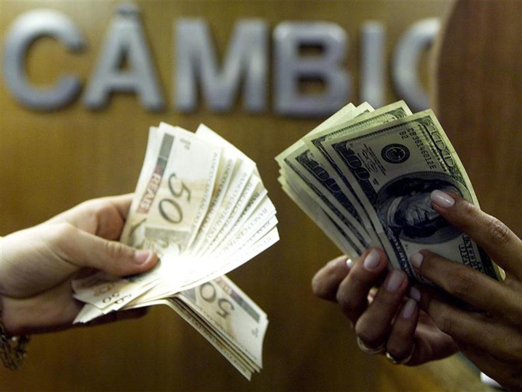 Dólar de turismo no Rio fica mais barato do que o comercial