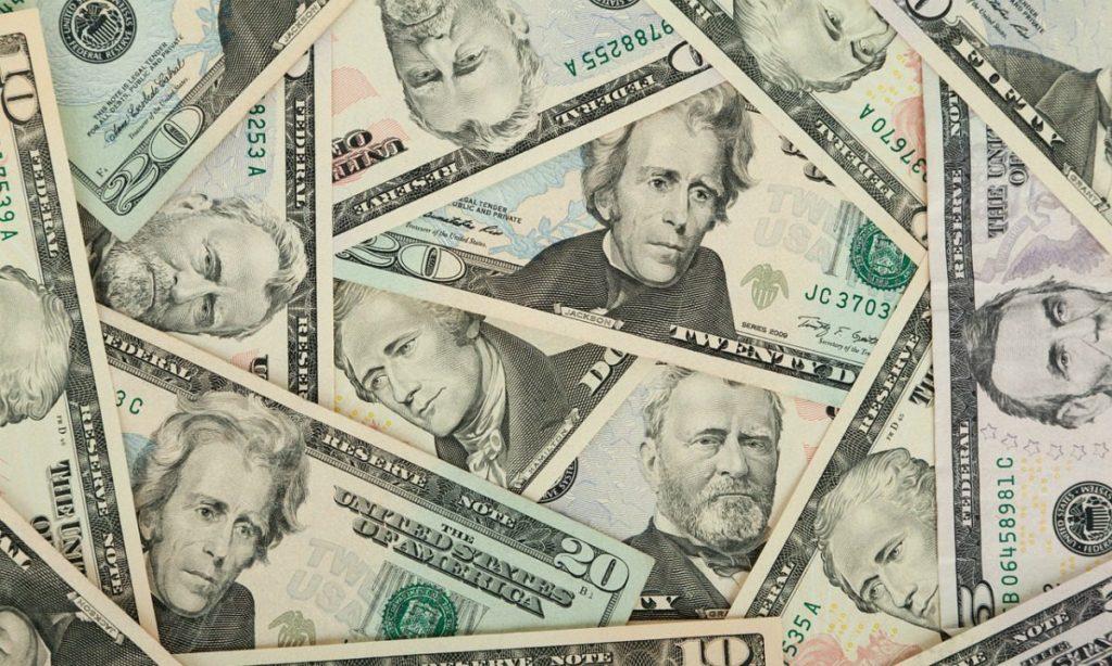 Economia volta à recuperação com alta da Bolsa e diminuição do dólar